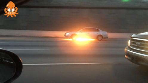 """美国惊现""""心大""""司机 不顾汽车起火依旧高速路狂飙"""