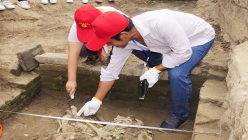 """江西挖出千年古墓,墓主下身竟有""""玉肛塞!""""专家看后都傻眼了!"""