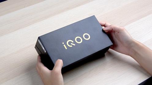 iQOO Pro 5G版开箱:顶级配置打造性能旗舰