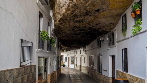 被巨石压了600年的村子,村民出门不用带伞,只怕发生地震!