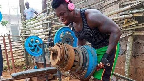"""非洲惊现""""肌肉村"""",为何吃不饱也要练肌肉?当地人道出实情"""