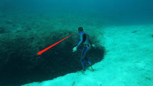 """海底发现神秘""""黑洞"""",男子跳进去一看,吓得头皮发麻!"""