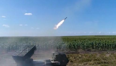 """99A火力不够?新型履带式火箭炮""""弹雨""""支援随叫随到"""