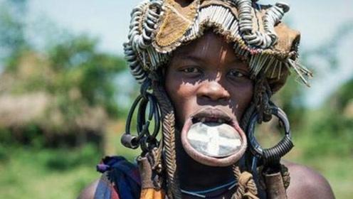 非洲唇盘族的女人,嘴巴越大越受男人喜欢,结婚嫁妆越丰厚