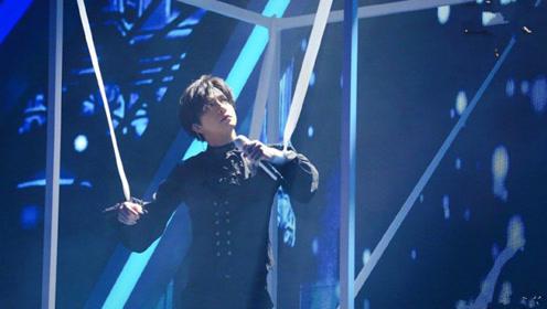 薛之谦双排扣束腰的宫廷风黑衬衫 捆绑式造型自带话题的才华薛