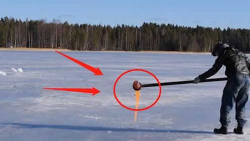 老外将1000℃的铜水倒入冰湖,场面一度失控,吓得拔腿就跑!