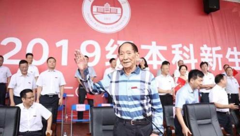 袁隆平出席湖南农大新生开学典礼 寄望青年共同实现水稻高产梦