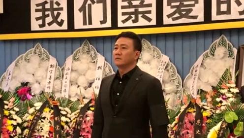 胡宝善遗体告别式在北京举行,胡军回顾父亲称:我敬佩你也羡慕你