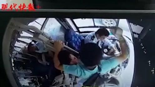 """南京警方通报""""男乘客猛捶公交司机32拳""""事件"""