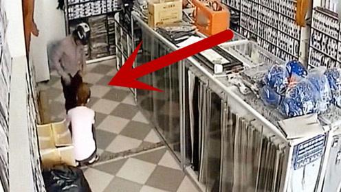 男子进店后,女老板热情服务,监控拍下无语画面!