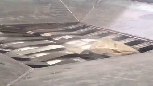 石头和钢铁到底谁跟硬把石头扔进碾碎机,三秒后眼见为实
