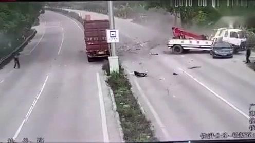 """小车惨遭""""飞来横祸"""",不是拍下谁信!"""