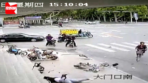 监拍:邯郸一小车疑似抢信号灯,路口撞倒行人电动车,致1死2伤