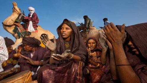撒哈拉沙漠住着个民族,12岁就可以谈恋爱,水比金子还贵!