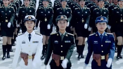 中国女兵现身俄罗斯街头,气场强大英姿飒爽,尽显大国风范