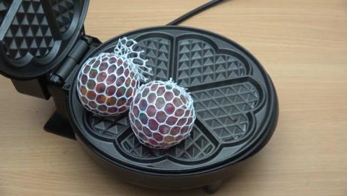 把抗压球放在电饼铛中,你猜结果会怎样?睁大眼睛看仔细!