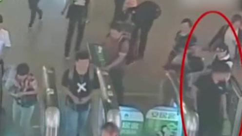 男子坐高铁逃票被抓:中间449公里是朋友开飞机送的