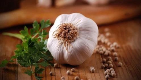 炒菜时,拿大蒜来炝锅居然会致癌?现在知道还不晚!