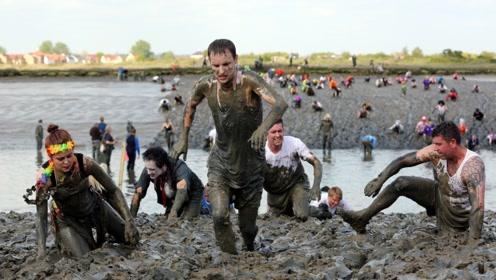 """外国最""""脏""""的节日:把泥巴涂全身,参赛选手却十分享受!"""