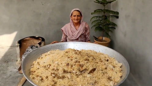 60岁土豪老太村里免费做美食,200斤豆米,150孩子吃到撑