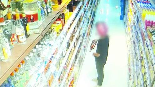 男子超市偷酒藏裤裆带走,监控拍下全程