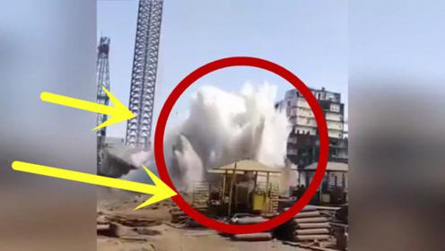 多亏工人们发现的及时,塔吊突然倒塌!惊险一幕发生了