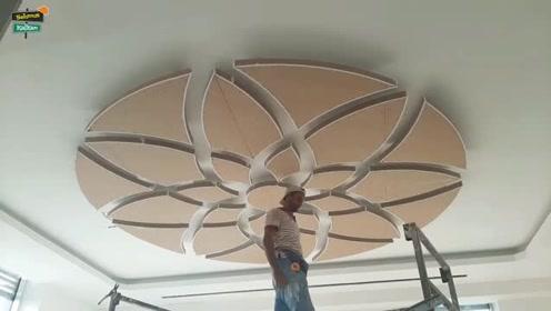 看国外装修工人是怎样吊顶的,客厅瞬间上档次了,不服不行