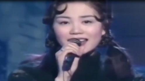 当年王菲是真的仙,这首歌唱的真好,一开口宛如天籁!