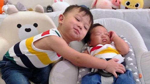 港姐胡杏儿首晒小儿子正面照 网友:我又相信基因的力量了