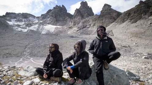 """瑞士一座冰川即将消亡,数百人着黑衣为其""""送葬"""""""