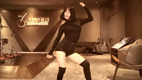性感御姐热舞《Jennie》!舞姿曼妙火辣,让人一眼难忘!