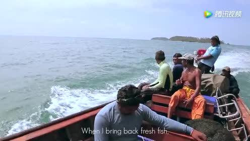 大叔:好羡慕你们这些钓鱼的!就我深海潜水捕捕鱼