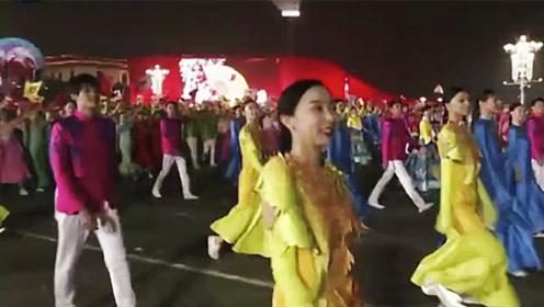 国庆70周年庆祝活动第三次演练圆满结束 全装彩车首亮相