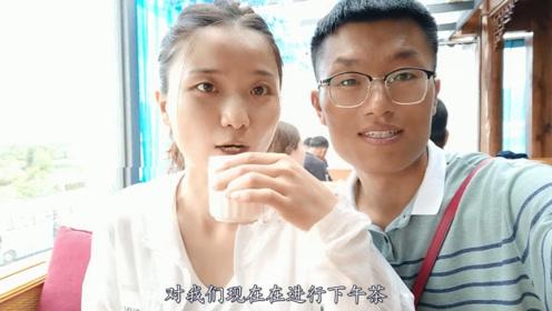 河南小夫妻来到云南,在当地进行下午茶,果然悠哉惬意