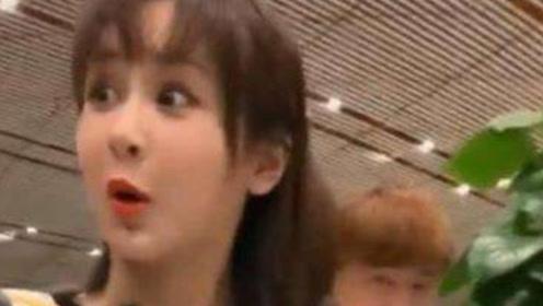 粉丝不小心撞到玻璃门,杨紫表情抢镜,网友:难怪那么多人喜欢她