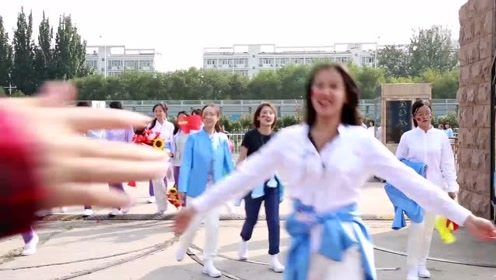 中国传媒大学国庆志愿者们完成任务返回学校啦,美美哒!