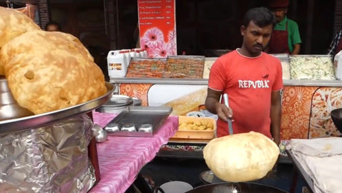 印度小伙把糯米团放油锅炸,越炸越大像皮球,却只有2两重