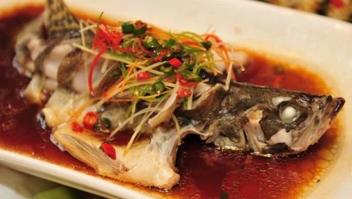 蒸鲈鱼有技巧,家常做法注意这3点,鱼肉鲜嫩没腥味