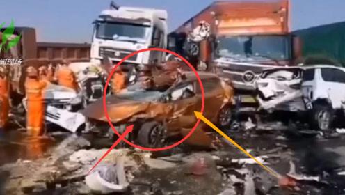 宁洛高速突发团雾17车追尾相撞 致10死7伤