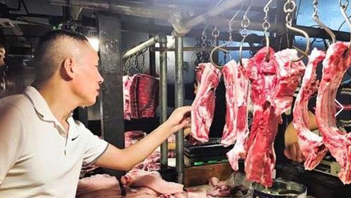 市场上的猪肉为何摆着卖,牛羊肉却挂着卖?肉贩子道出其中缘由