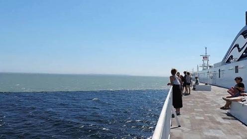 海水突然变色了,船上所有人都看呆了