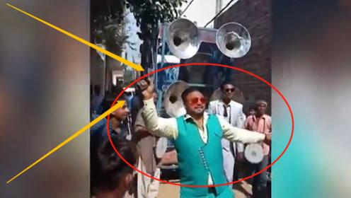 太吓人!印度宾客婚礼,边跳舞边开枪庆祝结果遭调查!