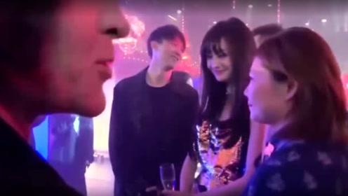 郑爽参加巴黎晚宴派对,谁注意到身后张恒的表情?网友:格格不入