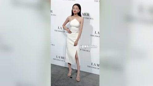 孙怡白色开衩长裙,脚踩大高跟应该很累吧?