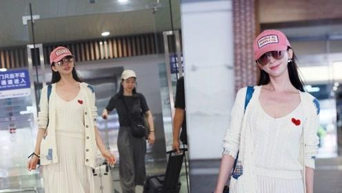 林志玲戴粉色帽子穿白裙少女感满满,微笑甜化