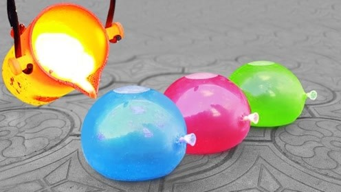 老外把气球装满水,浇上1000度铜水,你猜气球会爆炸吗?
