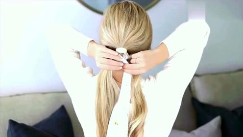 小姐姐只用一根丝巾,告诉你什么叫扎马尾,时尚简约风格
