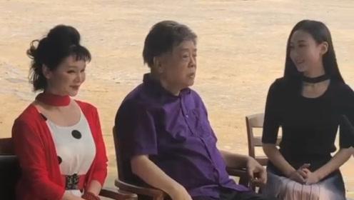 77岁赵忠祥老师录节目,讲话慷慨激昂,头顶假发快要脱落超抢镜