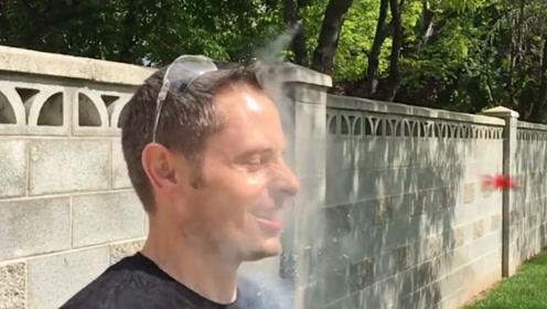 尝试用液氮洗脸,让人感觉这无尽的冰爽,国外小哥的作死挑战