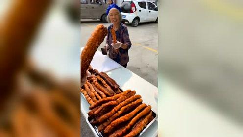 86岁奶奶徒手掰开一根肉
